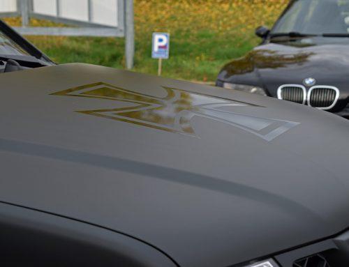 Vollfolierung Nissan Navara schwarz-matt